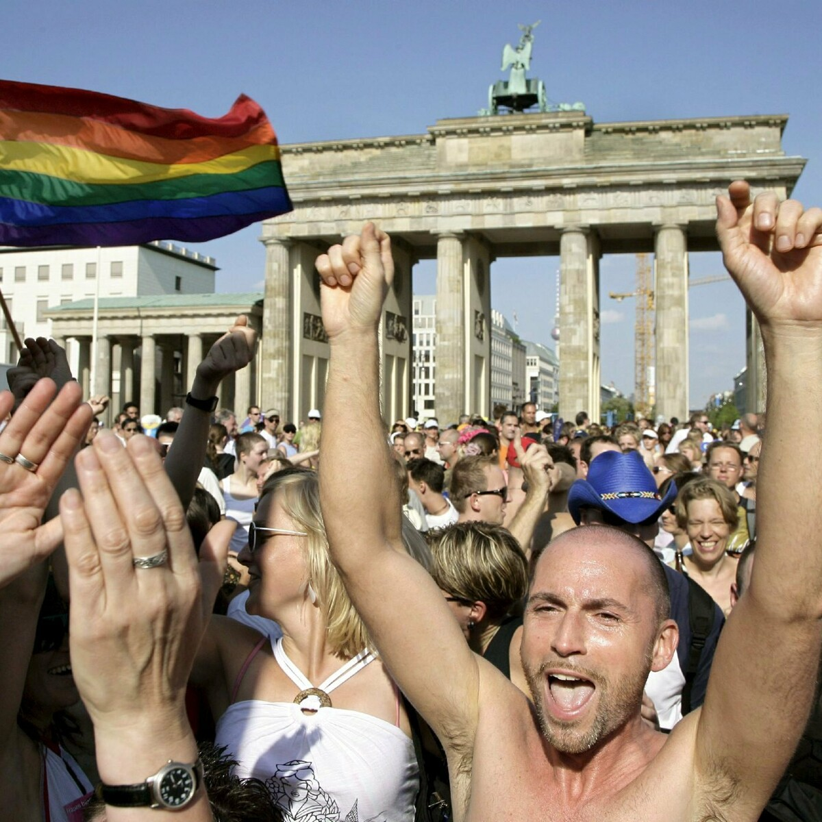 Migliaia di gay in carcere per atti omosessuali fino al '94: ora la Germania li risarcisce