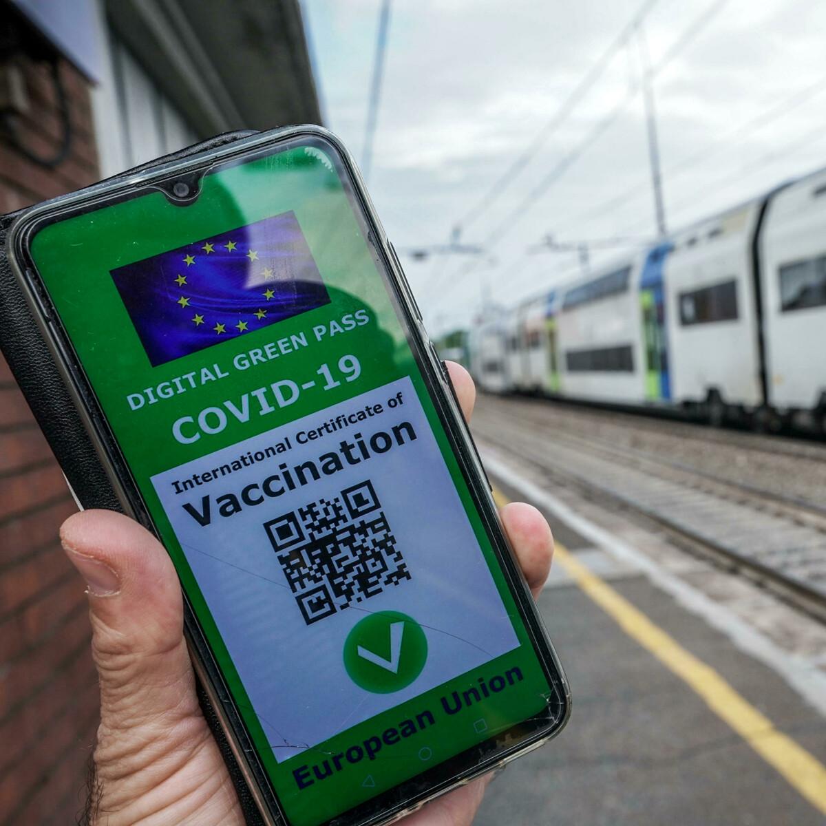 """""""Non controllate il Green pass ai passeggeri"""", i sindacati delle ferrovie in rivolta contro Macron"""