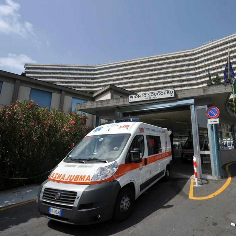 """Un 34enne vaccinato con J&J ricoverato a Genova: """"Probabile trombosi"""""""