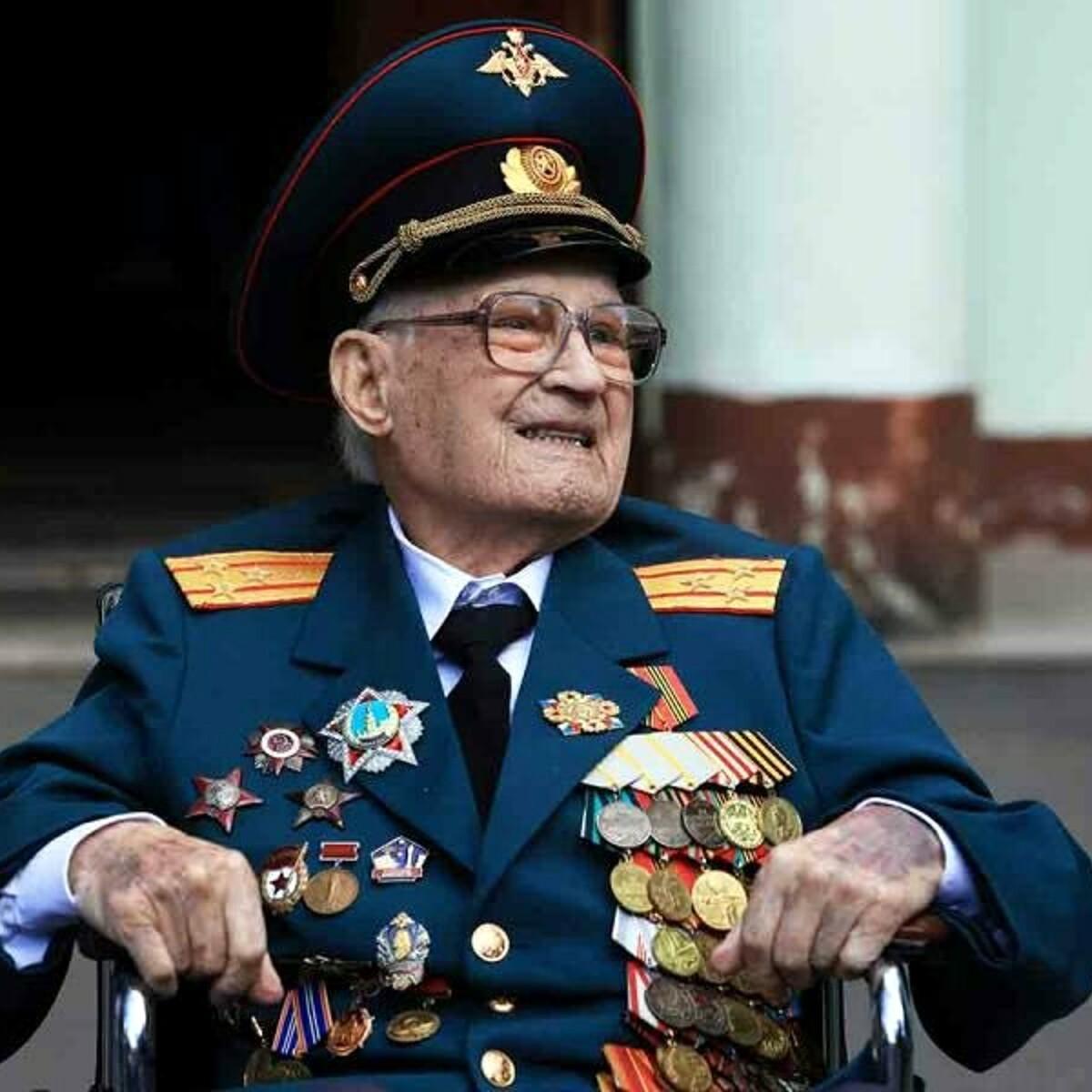 """Veterano dell'Armata Rossa sconfigge il Covid come fece coi nazisti: """"Rinato a 102 anni"""""""