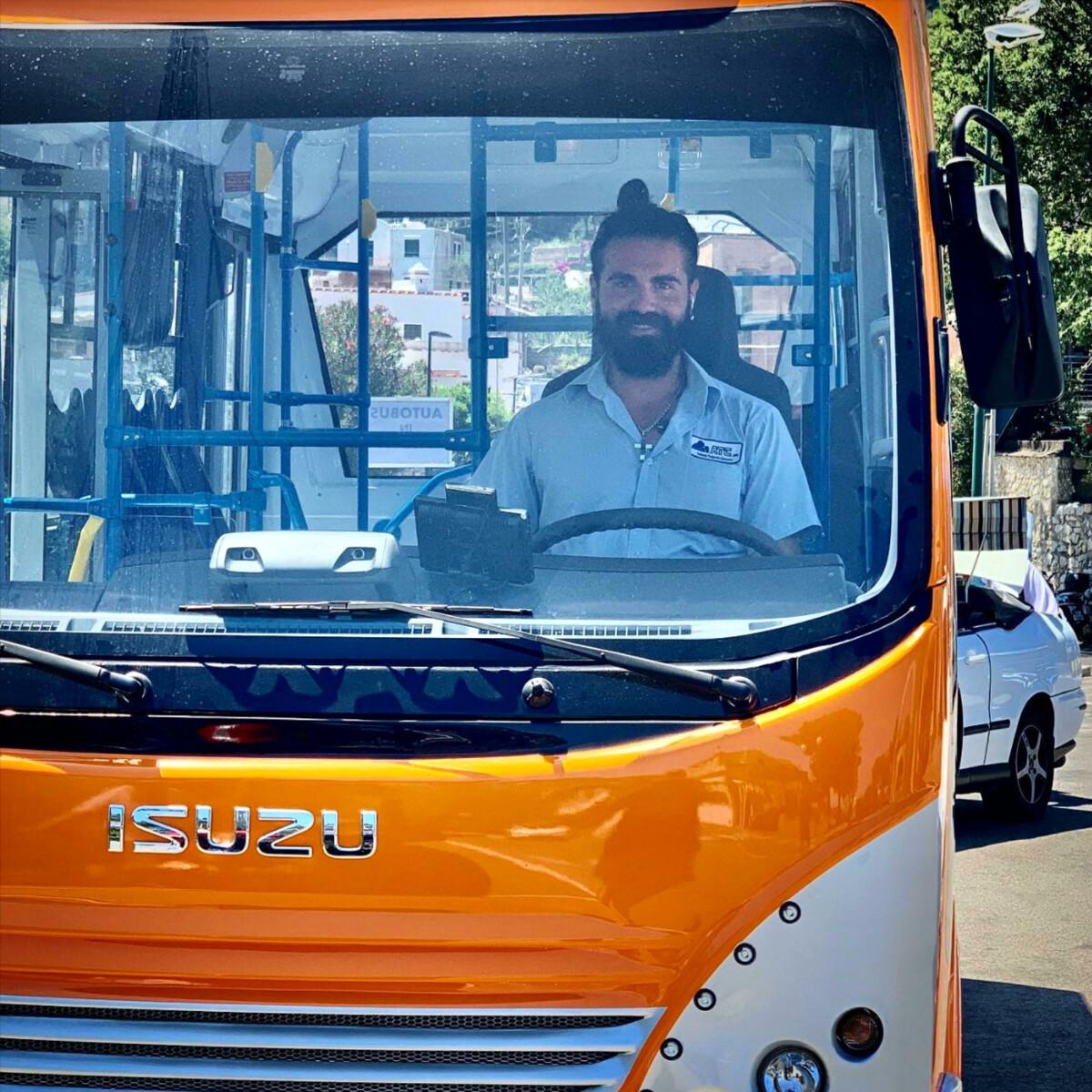 Una raccolta fondi per la famiglia di Emanuele Melillo, l'autista del bus precipitato a Capri