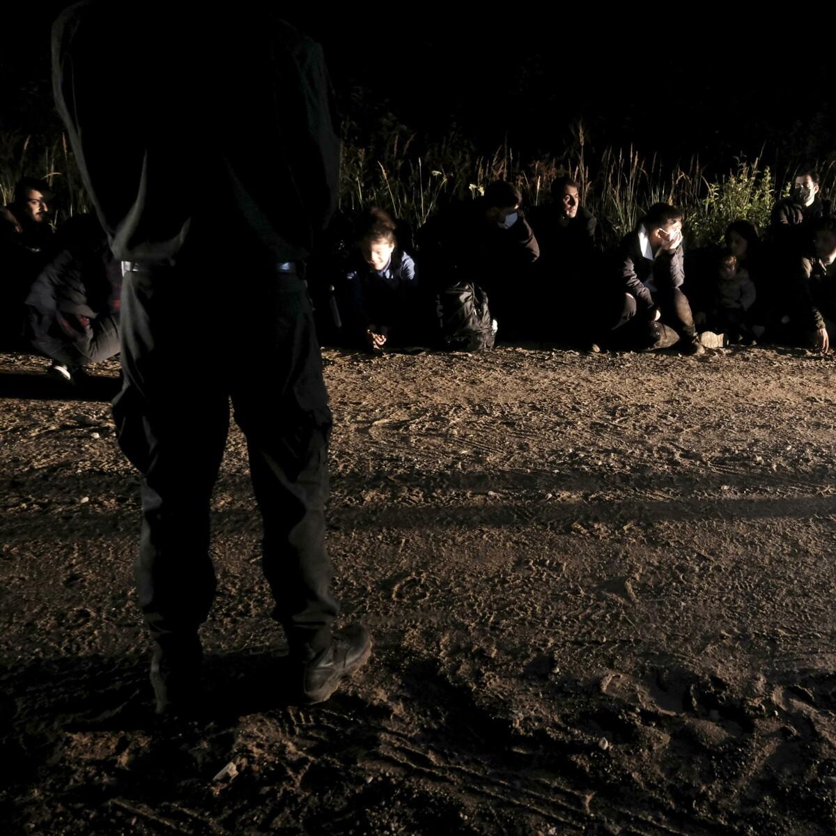 In Germania ronde di neonazisti armati di machete per fermare i migranti al confine