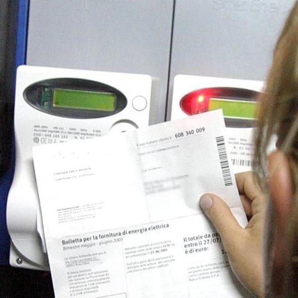 Aumento bollette: arriva il bonus ma l'allarme rincari continuerà anche nel 2022