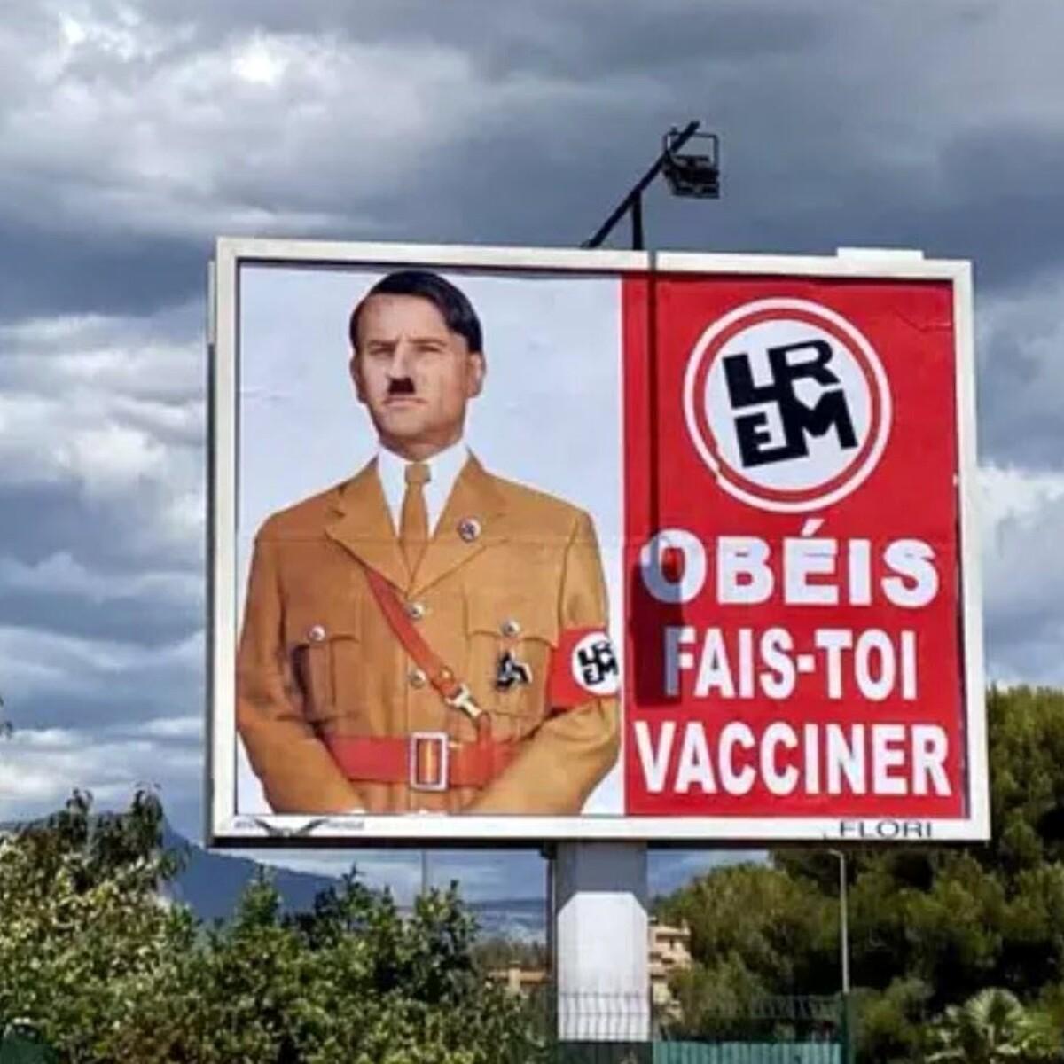 Macron come Hitler sul cartellone, e il presidente fa causa al No-Vax