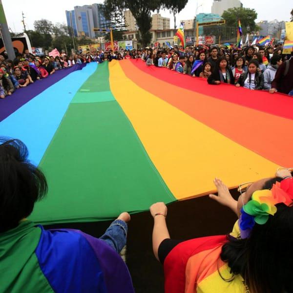 """La comunità Lgbt+ sfida Orban senza paura: """"A Budapest un Gay Pride di protesta"""""""