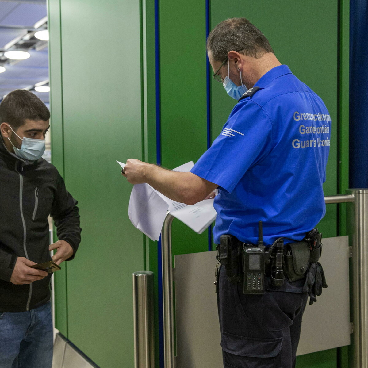 Tenta di prendere un volo con un test Pcr falso: condannato a un anno di carcere