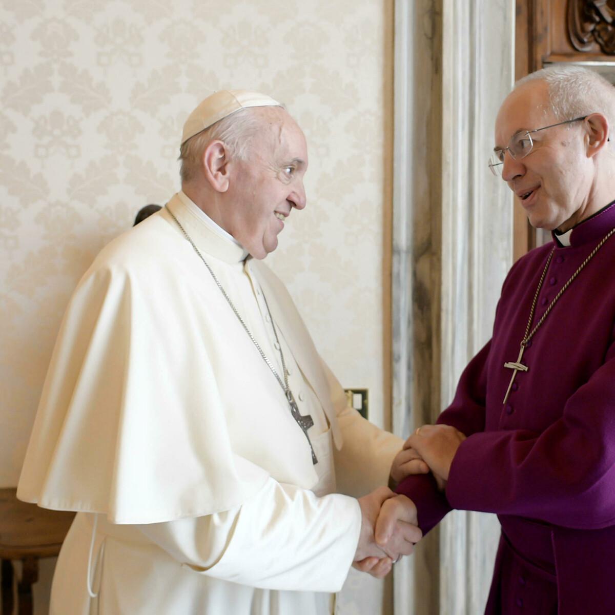 Preti donne e nozze gay, vescovo lascia per protesta la Chiesa d'Inghilterra e aderisce a quella cattolica
