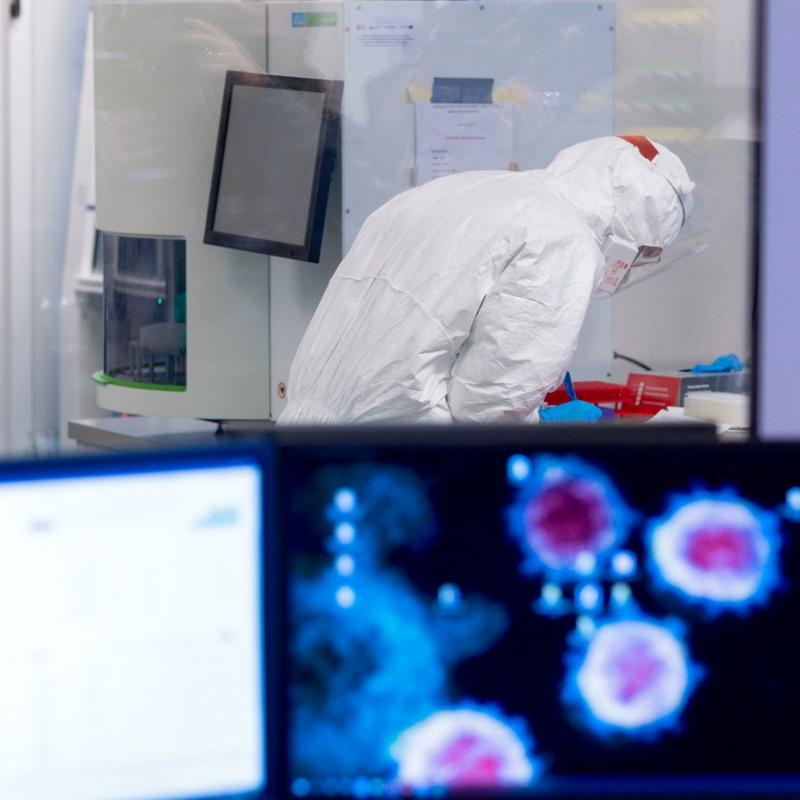 """Appariranno varianti in grado di """"bucare"""" i vaccini? E la contagiosità aumenterà all'infinito?"""