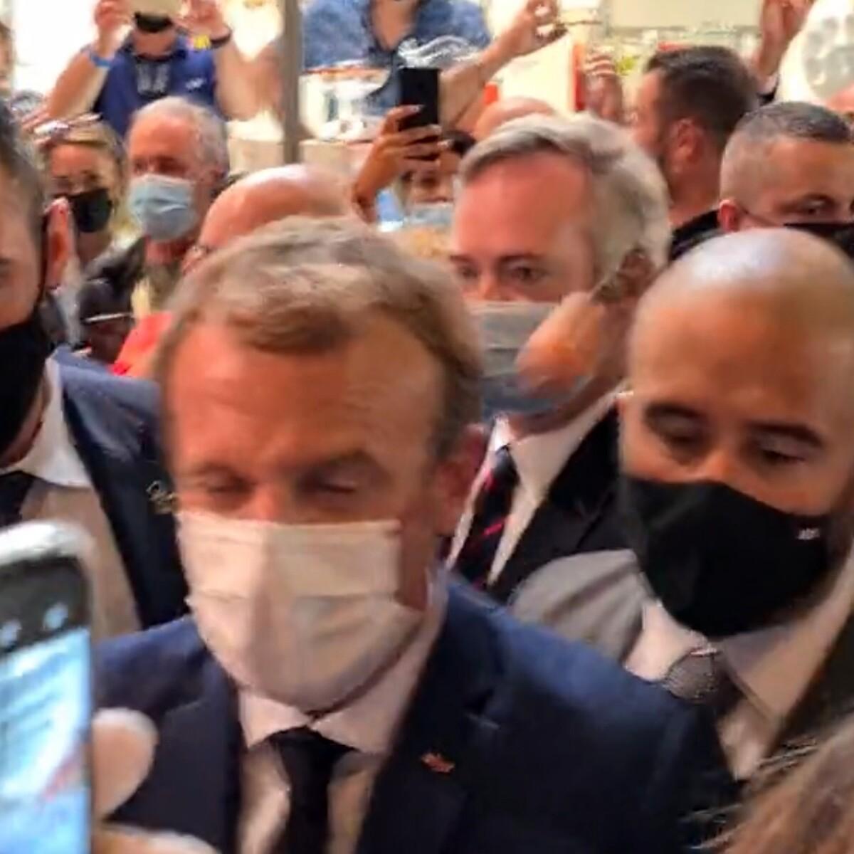 Macron colpito (ancora) da un uovo: tutte le contestazioni al Presidente