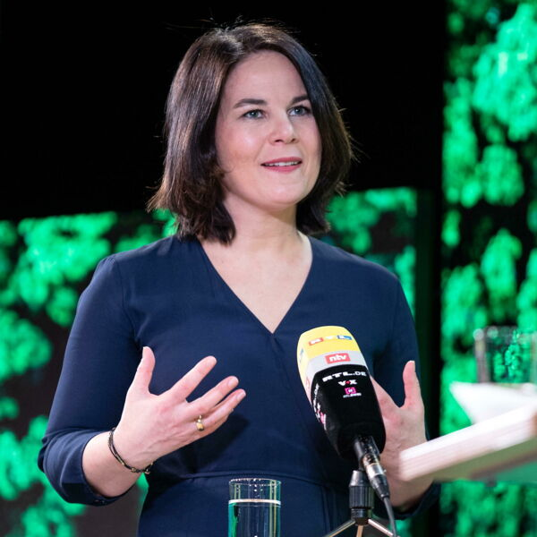 Dopo il plagio, l'accusa di razzismo: altra gaffe della leader dei Verdi in Germania
