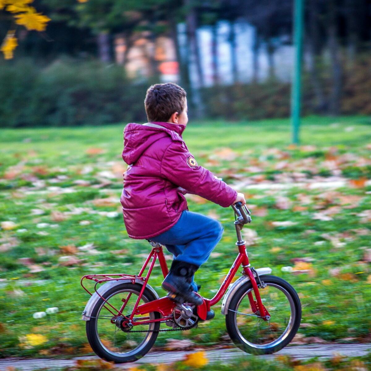"""Il comune """"paga"""" i bambini per andare a scuola in bicicletta"""