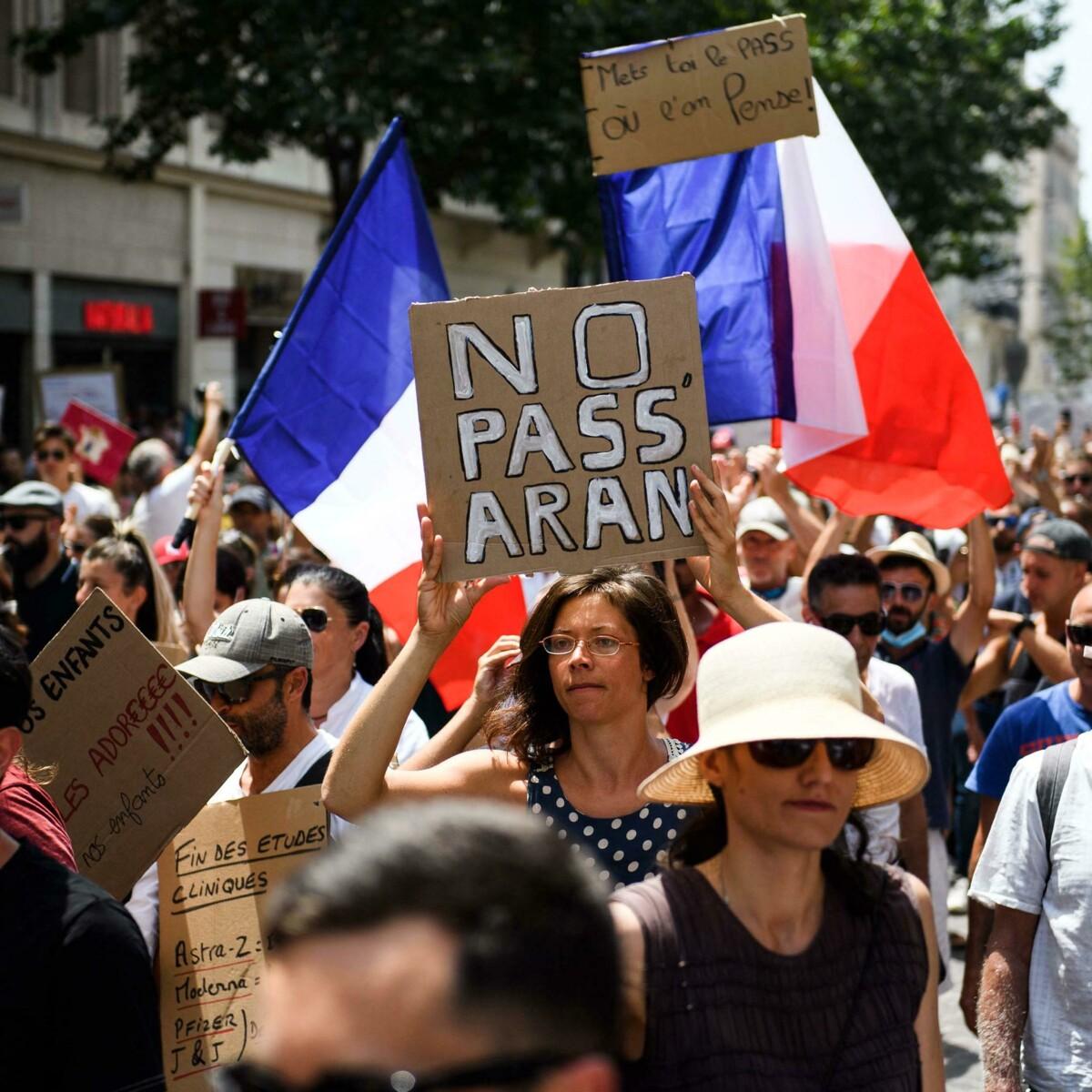 """""""In Francia i dipendenti senza Green pass possono essere licenziati"""""""