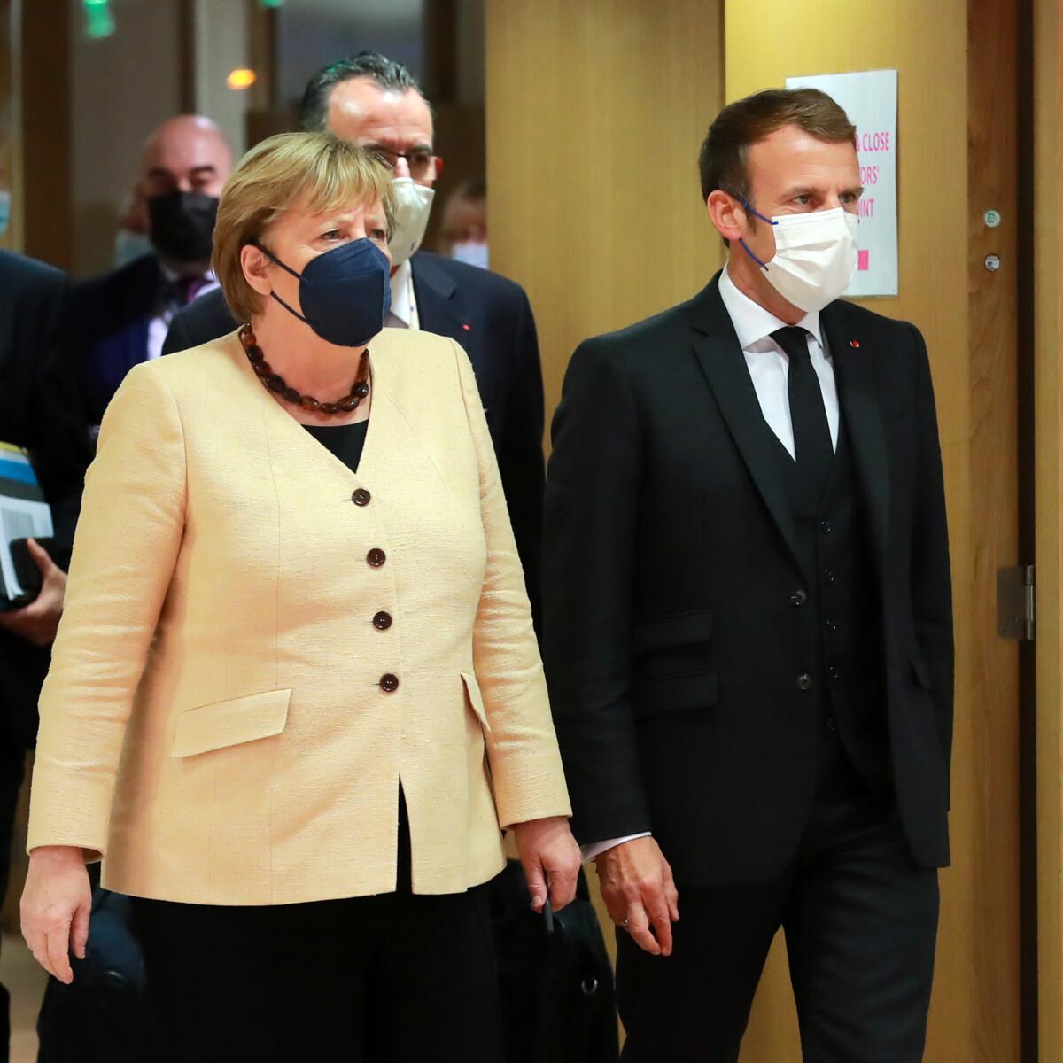 Punire la Polonia: dieci leader Ue vogliono il blocco dei fondi europei. Merkel e Macron salvano Varsavia