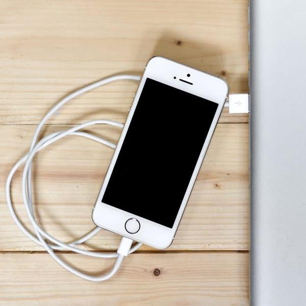 Un cavo unico per caricare tutti gli smartphone: la novità in arrivo per tutta l'Unione europea