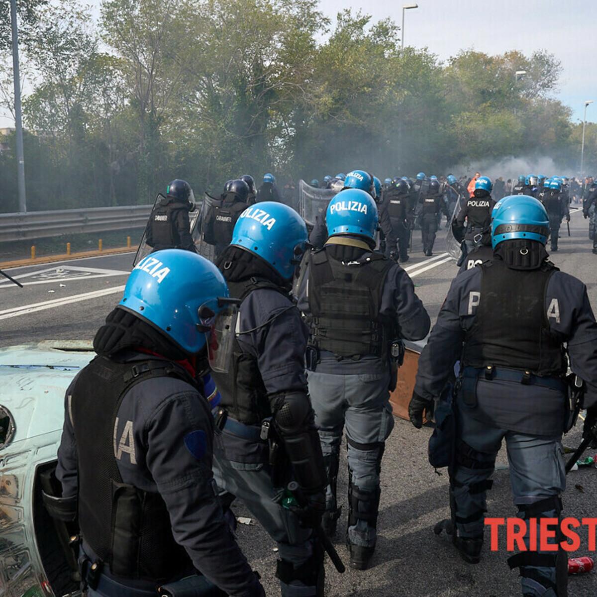 """No Green Pass, attese 20mila persone a Trieste: """"Rischio infiltrazioni black bloc"""""""