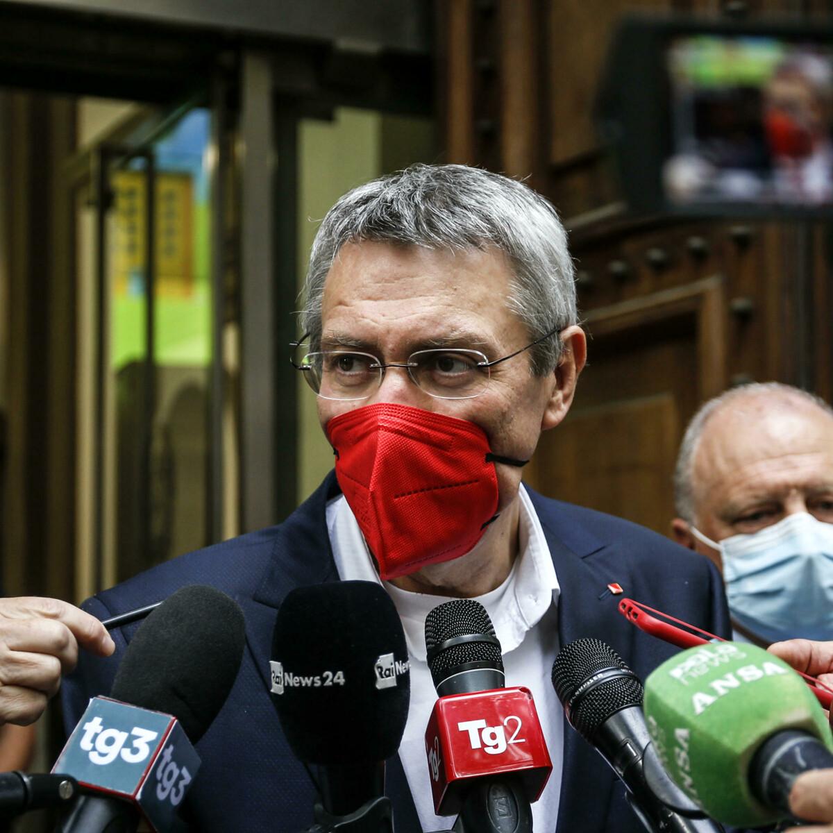 """I sindacati mettono in guardia Draghi: """"Green pass non sia arma per licenziare i lavoratori"""""""