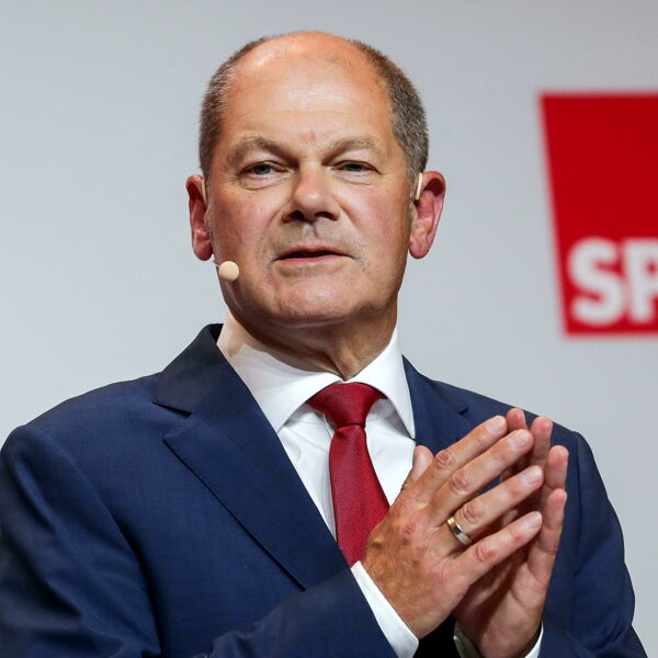 """Chi è Olaf Scholz, il possibile """"nuovo Merkel"""" che ha fatto abbandonare l'austerità alla Germania"""